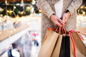 safe while shopping during the holiday season